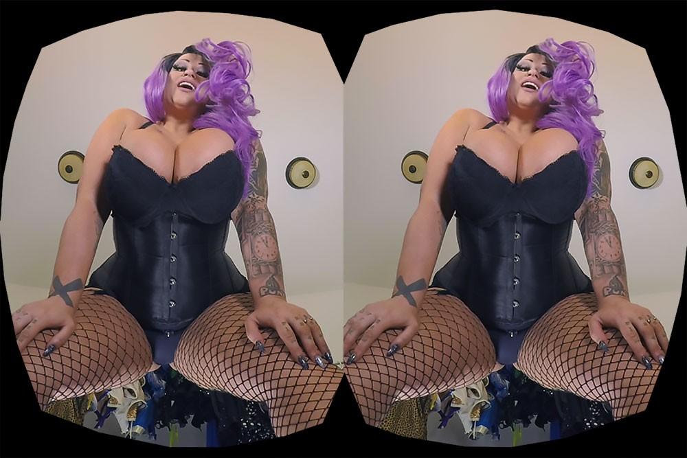 StrippersRoomSamUpskirt_1