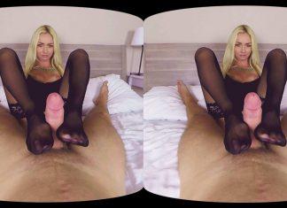 Victoria Puppy Foot Fetish VR Porn