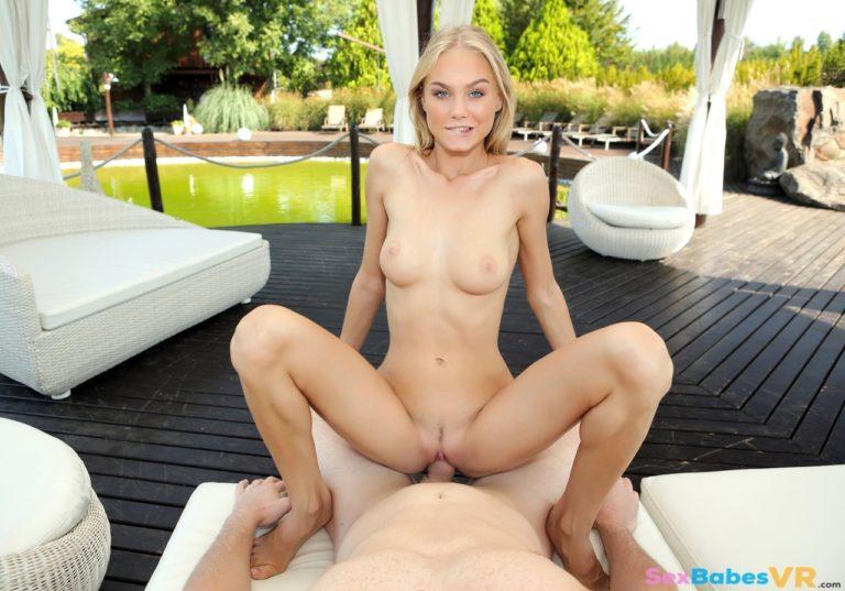 Romance In The Garden VR Porn
