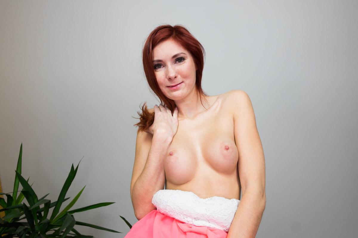 Kattie Gold Face-Sitting VR Porn