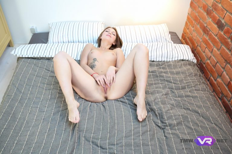 Cutie fingers pussy VR Porn