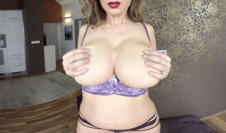 Crotchless Carol Gold VR Porn