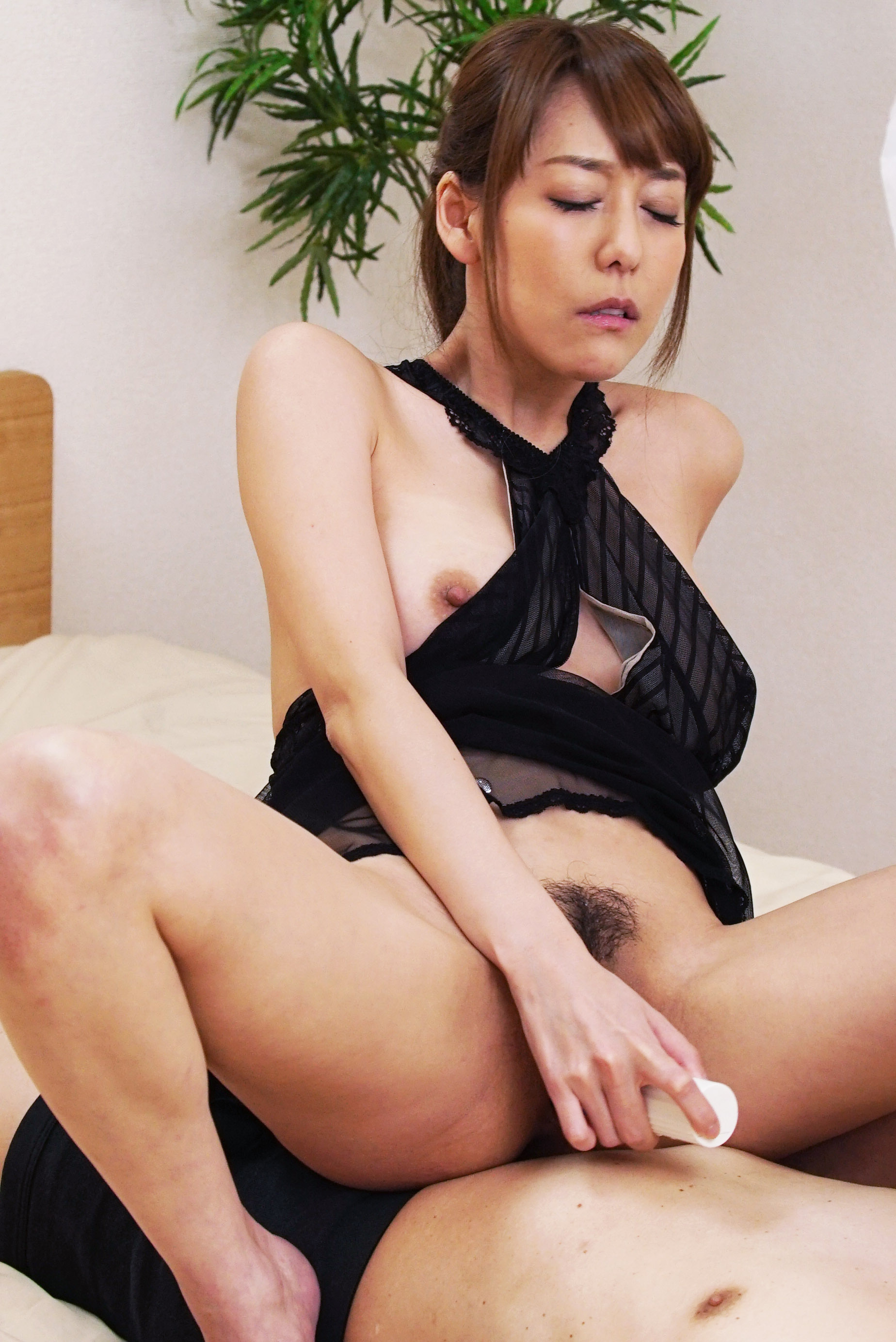 Squirting lover Asagiri Akari wants to make date with you