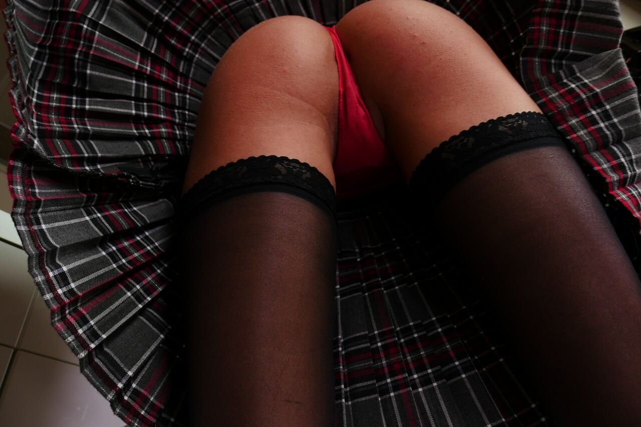 WANNA PLAY UNDER MY KILT?