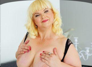 blonde BWW masturbation