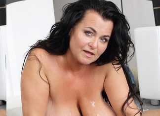 Busty Reny gets cum on her boobs
