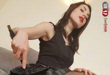 Sensual Petra seduces you with her delicious feet