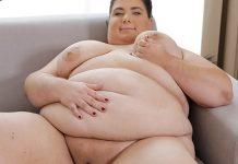 fat wife masturbating